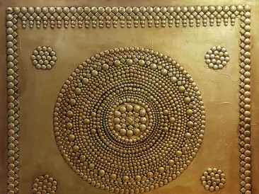 Sacred symbology (metal, rivets, gold plate, oil on masonite, 140x180cm)
