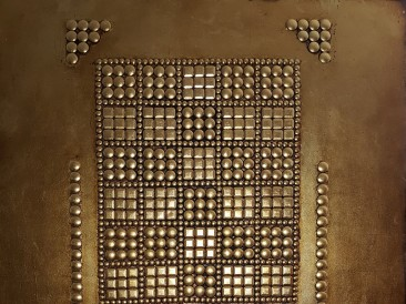 Power game (metal, rivets, gold plate, oil on masonite, 80x100cm)